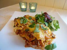 Edels Mat & Vin: Fløtegratinerte poteter med kjøttsaus !! Lasagna, Food And Drink, Ethnic Recipes, Lasagne