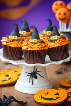 Halloween witch cupcakes    Here are three Halloween cupcake designs that will add a festive touch to your event:    Ghosts: Make Halloween cupcakes for kids that resemble ghosts and ghouls. Use ingredients such as chocolate cake mix, chocolate frosting, Nutter Butter cookies, white chocolate Hershey kisses, Oreo cookies, and black frosting. Bake t