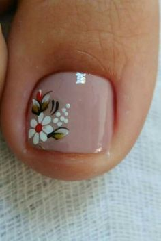 The advantage of the gel is that it allows you to enjoy your French manicure for a long time. There are four different ways to make a French manicure on gel nails. Pedicure Colors, Pedicure Nail Art, Toe Nail Art, Nail Art Designs, Pedicure Designs, Toe Nail Flower Designs, Pretty Toe Nails, Cute Nails, Summer Toe Nails