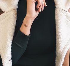 @cagridurmaz Basic Ink minimal kiss tattoo