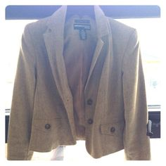 For Sale $9 VINTAGE beige Blazer. Blog shop. Fashion Blogger Closet Sale.