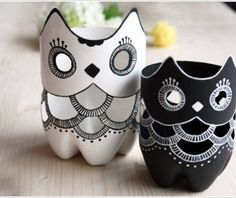 Plastic bottles are great materials for crafts. Can you imagine this owl lamp is made out of plastic bottles? Do you want to create one and put it on your bed stand? What is needed: Plastic Bottle Knife White/black acrylic paints Paint Brush LED