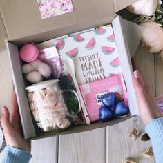 Cute Birthday Gift, Birthday Gifts For Best Friend, Diy Gifts For Friends, Diy Crafts For Gifts, Girly Gifts, Cute Gifts, Personalised Gifts Diy, Flower Box Gift, Gift Baskets For Women
