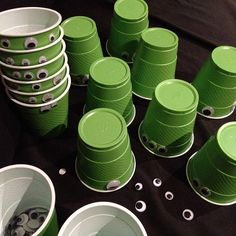 Googly Eye- green Alien cups for a toy story party Fête Toy Story, Toy Story Baby, Toy Story Theme, Toy Story Birthday, Toy Story Crafts, Third Birthday, Alien Party, Monster Party, Festa Toy Store