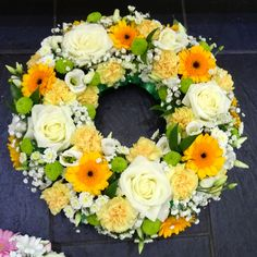 open wreath in yellow/white and green