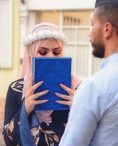 Beautiful Pakistani Dresses, Beautiful Hijab, Arab Girls Hijab, Girl Hijab, Cute Muslim Couples, Cute Couples, Islam Marriage, Niqab Fashion, Wedding Couple Poses Photography