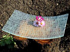 Glas: Ice Cubes across. Diese #Schale wird aus kleinen #Glasstücken hergestellt, die in #Handarbeit zu zusammengelegt werden. Sie wirkt aufregend, interessant und sehr elegant. Glänzende und matte Glasflächen reihen sich in einer nicht geordneten Folge aneinander. Jedes Exemplar ist ein absolutes #Einzelstück, da sich die Struktur und Glasstückgröße nicht wiederholen lassen. #smgdesignshop #smgdesignselect www.smg-design.de