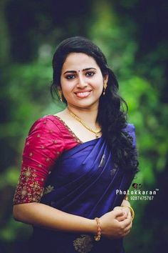 Wedding Sarees - Over Women's ethnic wear - top selection Kerala Saree Blouse Designs, Wedding Saree Blouse Designs, Half Saree Designs, Wedding Sarees, Simple Blouse Designs, Stylish Blouse Design, Saree Blouse Neck Designs, Engagement Saree, Engagement Ideas