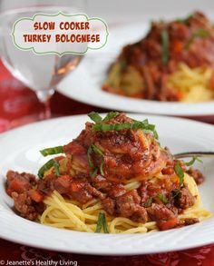 Slow Cooker Turkey Bolognese Pasta Sauce - this sauce will make your kitchen smell AMAZING...freezes well and is perfect for cool weather dinners