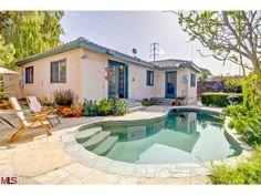 back yard n pool