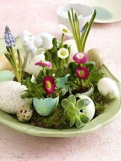 Ostern steht vor der Tür. Nehmen Sie Eier, Pinsel, Farben & Co. zur Hand und legen Sie los mit unseren Bastelideen.