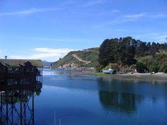 Angelmó.  Angelmó es una pequeña bahía ubicada en Puerto Montt, frente a la isla Tenglo. Nació como un puerto a finales del siglo XIX.
