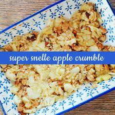 Apple crumble is super lekker en wij bedachten een super snelle en makkelijke variant, namelijk met koekjes. Voor 4 personen schil je 4 appels, bijvoorbeeld goudreinetten, en je snijd ze in blokjes…