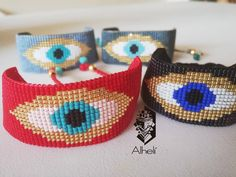 Los ojos son el reflejo del alma 👁️🌟👁️ Brazaletes tejidos en miyuki delica (cristal japonés) Pídelo en el color que prefieras tejidos 💯% a… Alpha Patterns, Loom Patterns, Beading Patterns, Bead Jewellery, Beaded Jewelry, Beaded Crafts, Loom Bracelets, Bracelet Tutorial, Brick Stitch