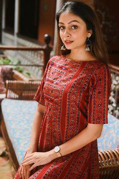 Silk Kurti Designs, Simple Kurta Designs, Kurta Designs Women, Kurti Designs Party Wear, Salwar Designs, Casual Indian Fashion, Indian Fashion Dresses, Indian Designer Outfits, Long Dress Design