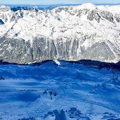 Les Grands Montets 🚠 . . . . . . . #grandsmontets #altitude #chamonix #montblanc #mountains #winter #nature #skiing #snowboarding #mountainlife #summit #sky #bluebird #sun #snow #skiresort #explore #adventure #planetearth #earthpix #beauty #freshair #montblancnaturalresort