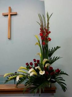 Image result for 성전꽃꽂이 Altar Flowers, Church Flowers, Funeral Flowers, Table Flowers, Wedding Flowers, Contemporary Flower Arrangements, Unique Flower Arrangements, Deco Floral, Art Floral