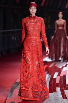 Valentino's red collection to kick off Shanghai Fashion Week 2013