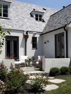 Traditional Exterior White Brick Design, Pictures, Remodel, Decor and Ideas - page 9 @Jessica Shipley love this stucco Dark Trim, Grey Trim, Facade House, House Roof, House Exteriors, Stucco House Colors, White Stucco House, White Exterior Houses, Black Exterior