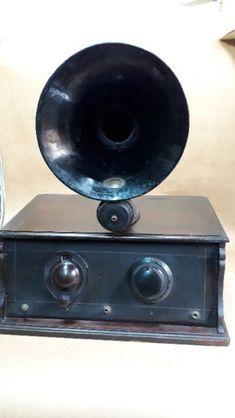 Antiguo receptor Atwater Kent modelo L Año 1925. Caja del receptor de madera lustrada. Con sus válvulas y demás componentes intactos. Bocina amplificadora de hierro esmaltado. Excelente estado. Consulteme ante cualquier duda.