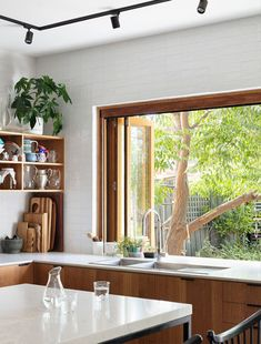 The Design Files – A Sustainable Home, Designed To Connect To Community. Photo … The Design Files – A Sustainable Home, Designed To Connect To Community. The Design Files, Küchen Design, Design Ideas, Design Inspiration, Minimalism Living, California Bungalow, Sweet Home, Bungalow Renovation, Street House