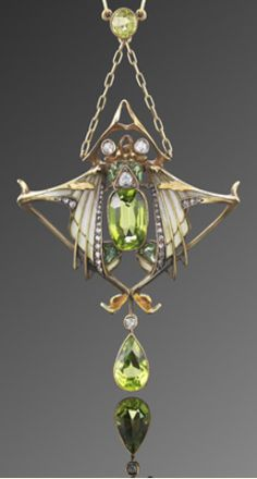 An Art Nouveau pendant by Gautrait, circa 1900. A jewelled beetle centres upon peridots with delicate plique-à-jour enamel wings, suspended on an 18 karat yellow gold chain with seperate brooch fittings, signed by Lucien Gautrait.