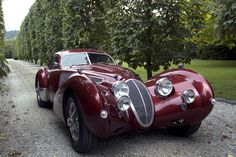 Despite its appearance, this is no grand tourer from the 1930's but a brand new built to order Devaux Coupé from the Australian company Devaux Cars.