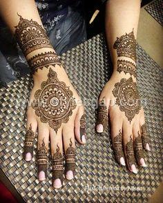 Henna Hand Designs, Mehndi Designs For Girls, Wedding Mehndi Designs, Beautiful Henna Designs, Best Mehndi Designs, Henna Tattoo Designs, Circle Mehndi Designs, Round Mehndi Design, Heena Design
