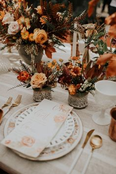 Rusting wedding - If You Love the Trending Rust and Orange Color Palette, This Retro Wolf Feather Honey Farm Wedding Inspiration is for You – Rusting wedding Fall Wedding Flowers, Floral Wedding, Wedding Flower Arrangements, Orange Wedding Decor, Autumn Wedding Decorations, Fall Wedding Table Decor, Orange Wedding Colors, Fall Wedding Centerpieces, Rustic Centerpieces