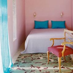 A pink powder room walls - Marie Claire Maison Murs Roses, Interior Architecture, Interior Design, Pink Bedrooms, Decoration, Home Accents, Upholstery, Sweet Home, Bedroom Decor