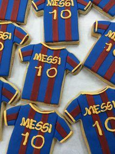 Barcelona soccer cookies Soccer Treats, Soccer Cookies, Soccer Cake, Soccer Theme, Soccer Birthday Parties, Football Birthday, Boy Birthday, Barcelona Soccer Party, Fiesta Party