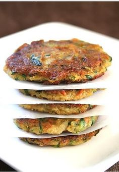 These Zucchini Potato Fritters look yummdelyicious! Healthy Eating Recipes, Vegetable Recipes, Vegetarian Recipes, Cooking Recipes, Vegan Meals, Potato Fritters, Zucchini Fritters, Zucchini Patties, Potato Patties