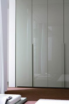 We love these Light Dove Grey Gloss Lacquer Doors to add shades of grey to your home décor #NeatsmithWardrobe #Neatsmith #Wardrobe