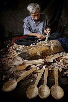 KAŞIKÇI (spoon maker).  Ca. 2010.