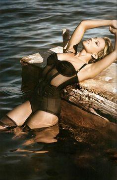 "Kylie Minogue Birth:28 May 1968 Australia Height: 5' 2"" (1.57 m)"