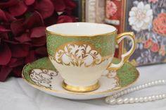 Salisbury taza de té verde y blanco y platillo set, c. 1927-1961