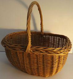 Vintage  Wicker shopping/ Cookery /log / flower/ Craft/Storage/ Picnic Basket