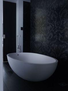 Modern interieur met beton  Meer interieur-inspiratie? Kijk op Walhalla.com