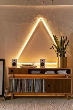 retro home decor triangle decor wall light Retro Home Decor, Unique Home Decor, Diy Home Decor, Decor Crafts, Interior Design Shows, Interior Decorating, Decorating Ideas, Decor Ideas, Art Ideas