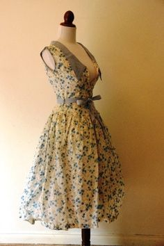 Vintage 1950s Blue and White Floral Party by RetroKittenVintage
