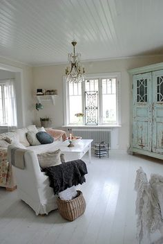 Shabby chic living room - For the Home Shabby Chic Living Room, Living Room Flooring, Rustic Living Room, Shabby Chic Decor, Chic Living Room, Bedroom Vintage, House Design Photos, Shabby Chic Homes, Chic Furniture