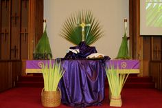 Palm Sunday altar at Morrisville United Methodist Church, April 2014 (close up) Christian Retreat, Christian Decor, Church Altar Decorations, Holy Thursday, Home Altar, Palm Sunday, Lenten, Holy Week, New Years Eve Party