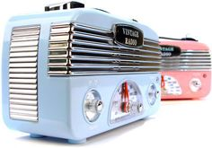 For a Sunday dose of vintage geek, I thought I'd share these pastel vintage-chic radios which I spotted on GeekAlerts. Unlike other radios which appear retro Mode Vintage, Vintage Love, Retro Vintage, Vintage Style, Retro Baby, Vintage Signs, Lps, Poste Radio, Radio Design