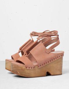 http://www.bershka.com/es/es/chica/bershka/zapatos-c1368712p5501514.html