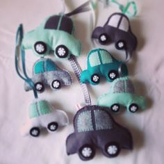 Mint and grey felt cars for baby mobile mintgroen vilt auto babymobiel Boy Room, Kids Room, Diy Baby Gym, Felt Mobile, Cloud Mobile, Sleeping Boy, Sewing Projects, Craft Projects, Felt Baby