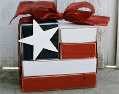 http://budgetdecorating.about.com/od/HolidayDecorating/ss/Decorations-For-4th-Of-July_7.htm