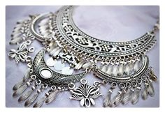 Silver Bracelet With Heart Info: 1269780535 Bridal Accessories, Jewelry Accessories, Jewelry Design, Bohemian Jewellery, Diy Jewellery, Antique Jewelry, Silver Jewelry, How To Make Necklaces, Silver Hoop Earrings