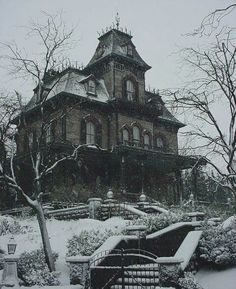 MinaRachelle - weheartit.com - haunted house