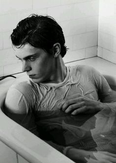 American Horror Story Evan Peters - Nice to stare at... till he smiles, then he's kinda goofy looking