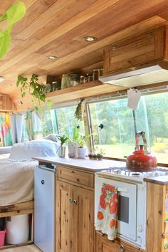 These Tiny Houses on Wheels Are Serious Small Space Inspo: gallery image 9 Bus Living, Tiny House Living, Small Living, Caravan Living, School Bus Tiny House, Bus House, Van Conversion Interior, Van Interior, Conversion Van